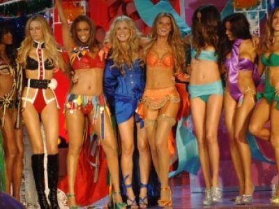 Όλα τα «αγγελάκια» της Victoria's Secret σε ένα βίντεο