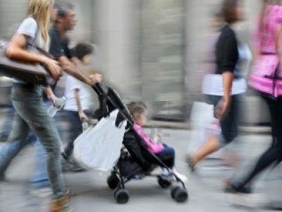 Η  «Οδύσσεια» μιας μητέρας με καρότσι στους δρόμους των Σερρών !