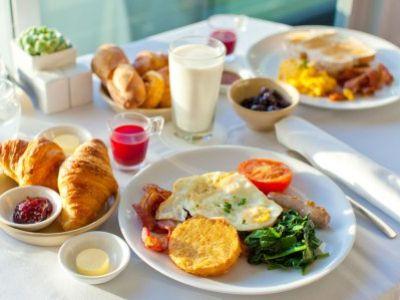 10 σημαντικοί λόγοι για να τρώτε το πρωινό σας