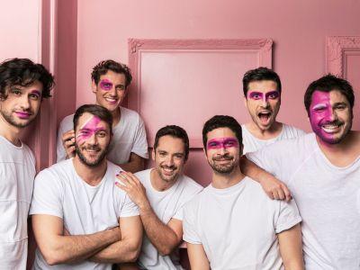 #PinkAlert: 7 νέοι και επώνυμοι άντρες 'βάφονται' ροζ και δίνουν το δικό τους μήνυμα