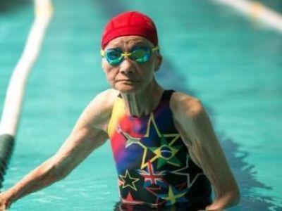 103 χρονών κολυμβήτρια!